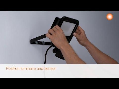 Ledvance LED Breedstraler 10W 3000K 1100lm IP65 | met Sensor - Zwart - Symmetrisch