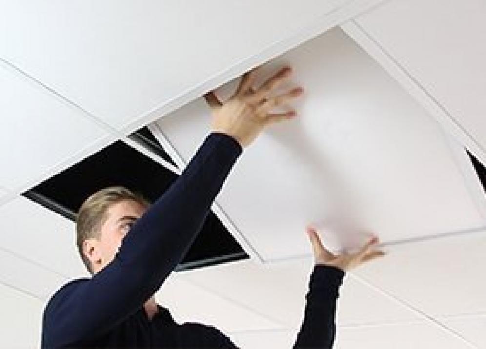 Kuinka asennan LED paneelin?