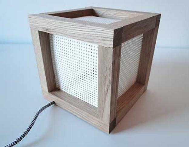 Würfel-Lampe aus Holz selber bauen