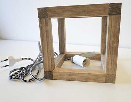 Fassung mit Kabel in den Wüfel einsetzen