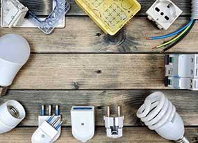 Elektronische Bauteile und Lampen