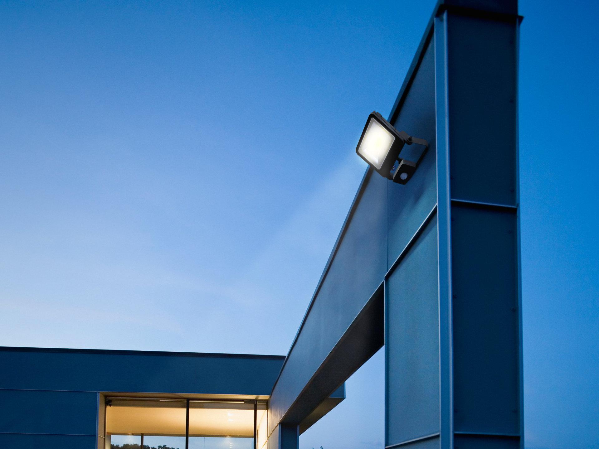 LED Breedstraler Bedrijfspand